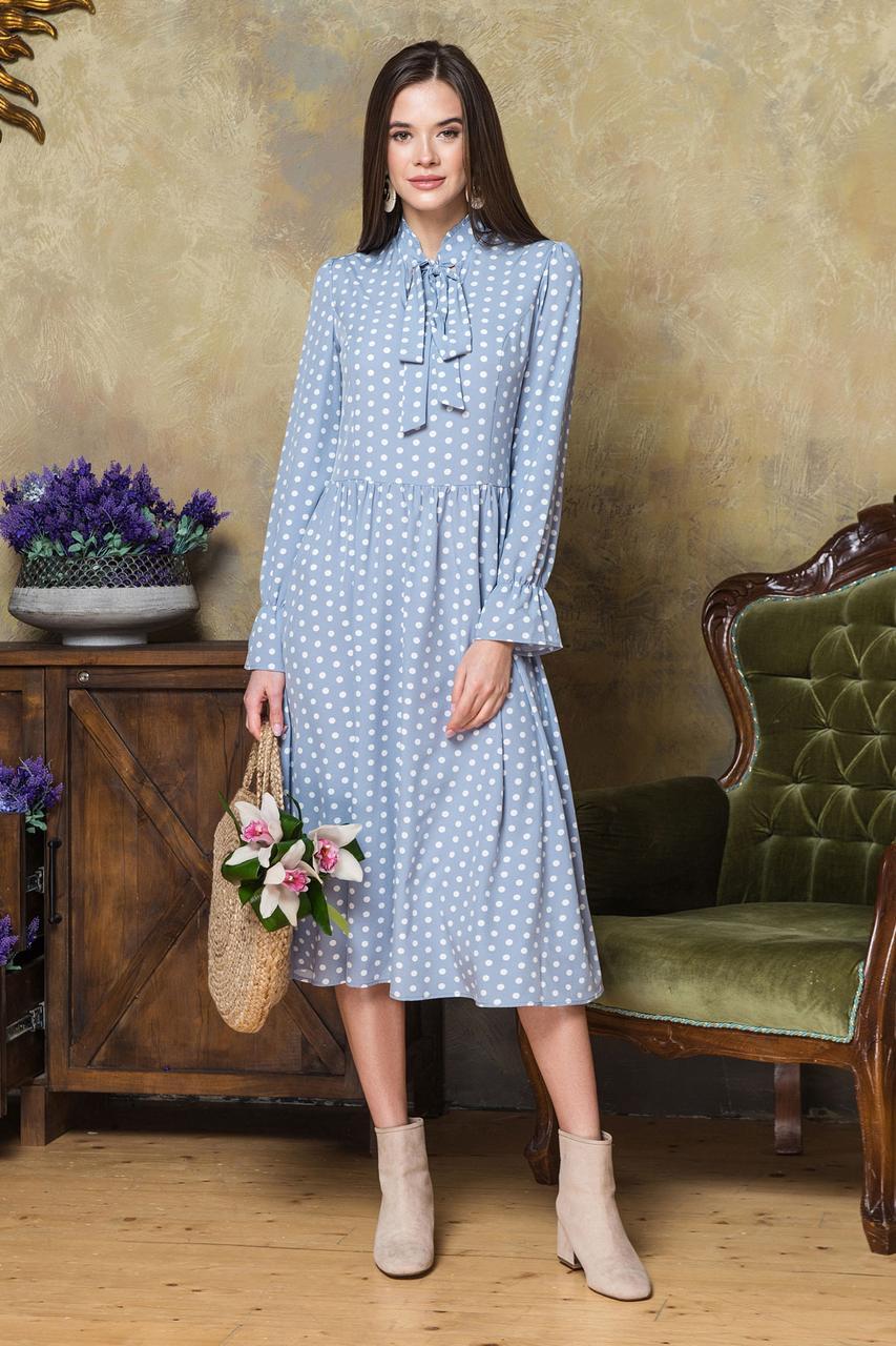 Платье в горошек с галстуком серо-голубого цвета