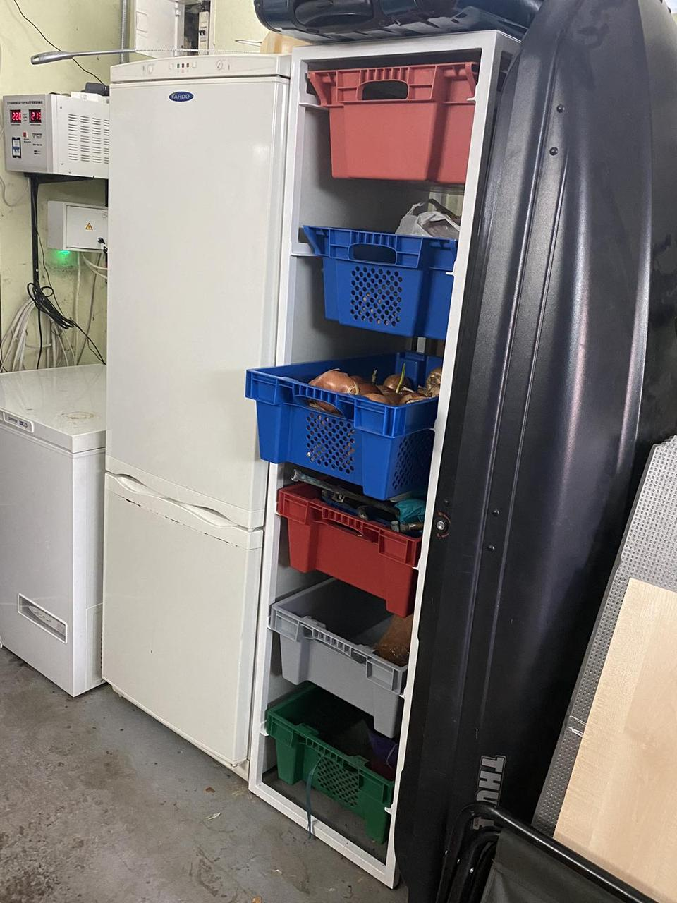 Стеллаж для хранения в пластмассовых ящиках