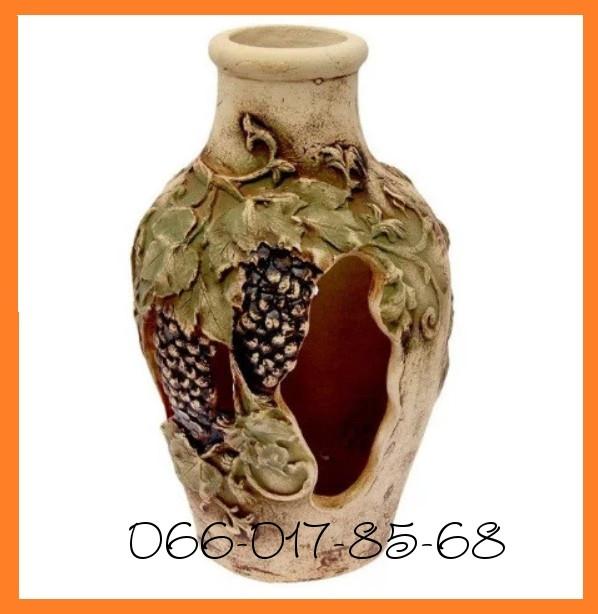 Уличная ваза с лепниной винограда в античном стиле. Садовая амфора