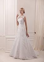 Нежное свадебное платье для принцессы с небольшим бантом под грудью и шлейфом