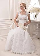 Элегантное свадебное  платье с корсетом  и чудным пояском с камней