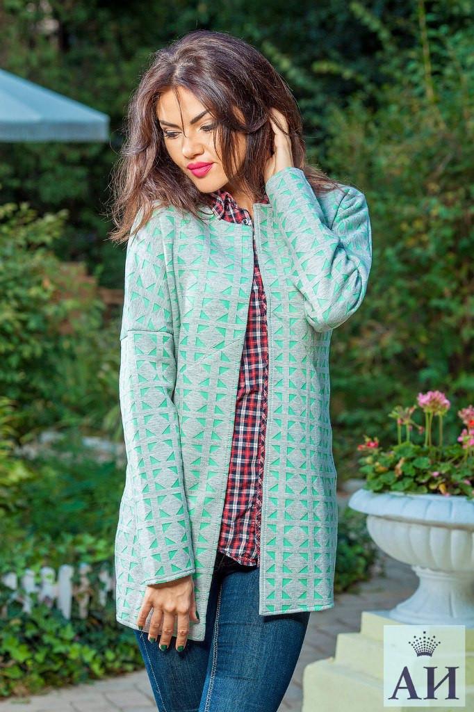 Женское пальто из неопрена в ромбик