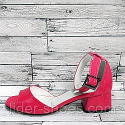 Женские лаковые босоножки на каблуке