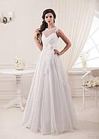 Свадебное платье с закрытым лифом, интересным поясом с жемчужин и необычным бантом