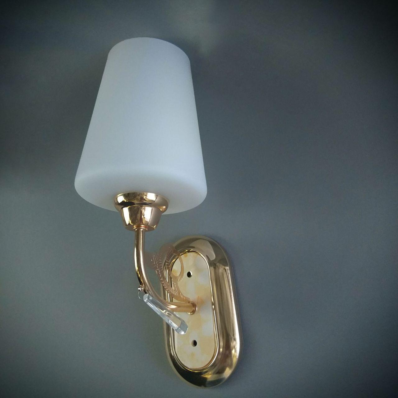 Бра на одну лампу з білим плафоном HQ-8231/1W