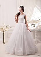 Пышное свадебное платье с широким корсетом и нежным гипюром
