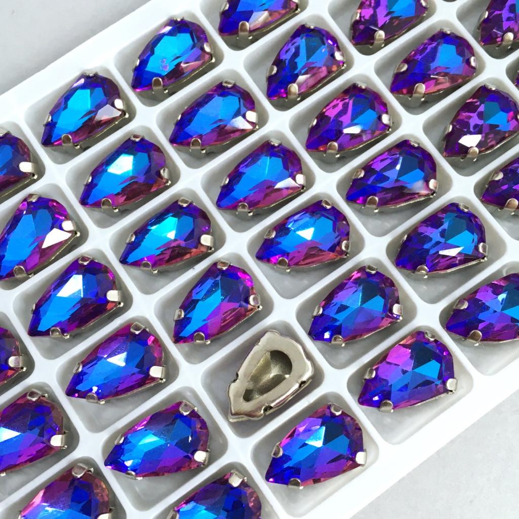 Капли 9х14 мм. Фиолетовый с голубым. Стразы в цапах (под серебро). Цена за 1 шт.