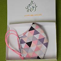Детская маска защитная для девочек двухслойная многоразовая хлопковая. Треугольники. Отправка в день заказа
