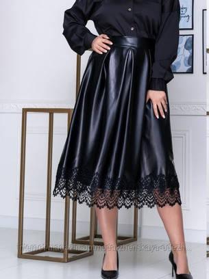 Батальная  юбка из эко-кожи,эко-кожа, низ декорирован  кружевом,сзади застежка молния, размеры:48-52, 54-58