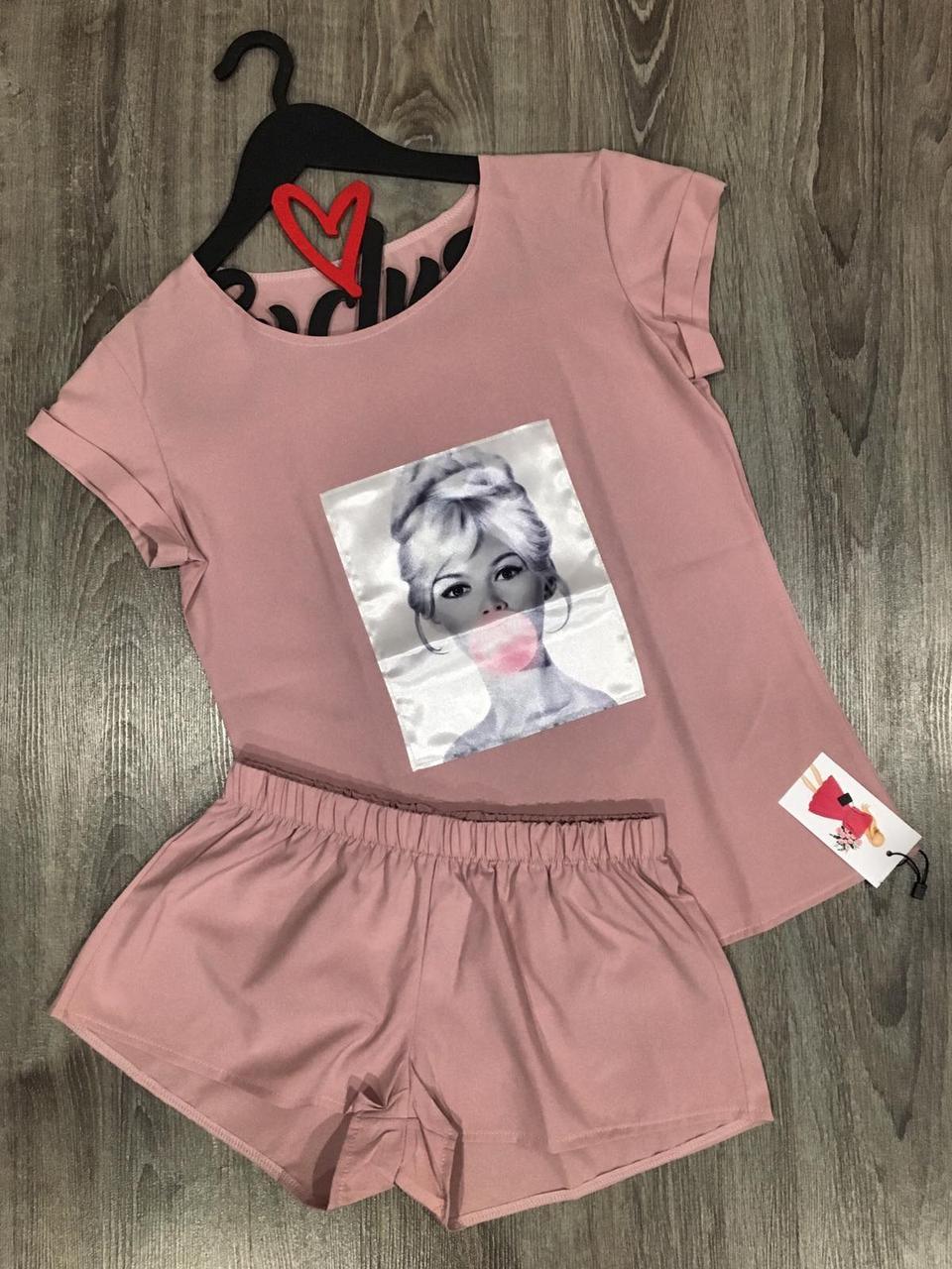 Пудровая пижама футболка и шорты с аппликацией.