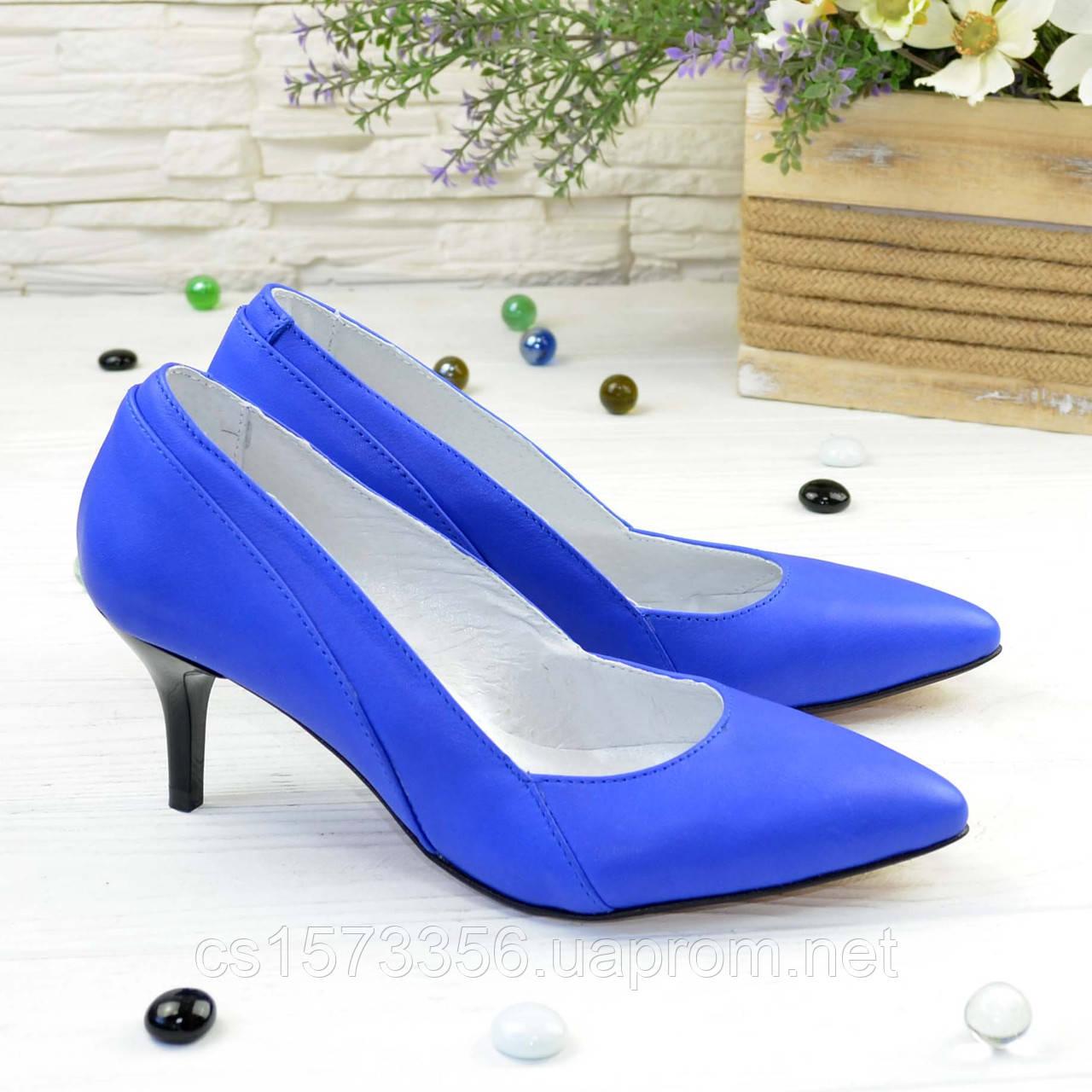 Туфли женские кожаные на маленькой шпильке, цвет электрик