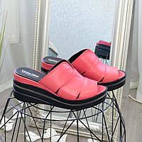Шлепанцы женские кожаные на платформе, цвет коралл