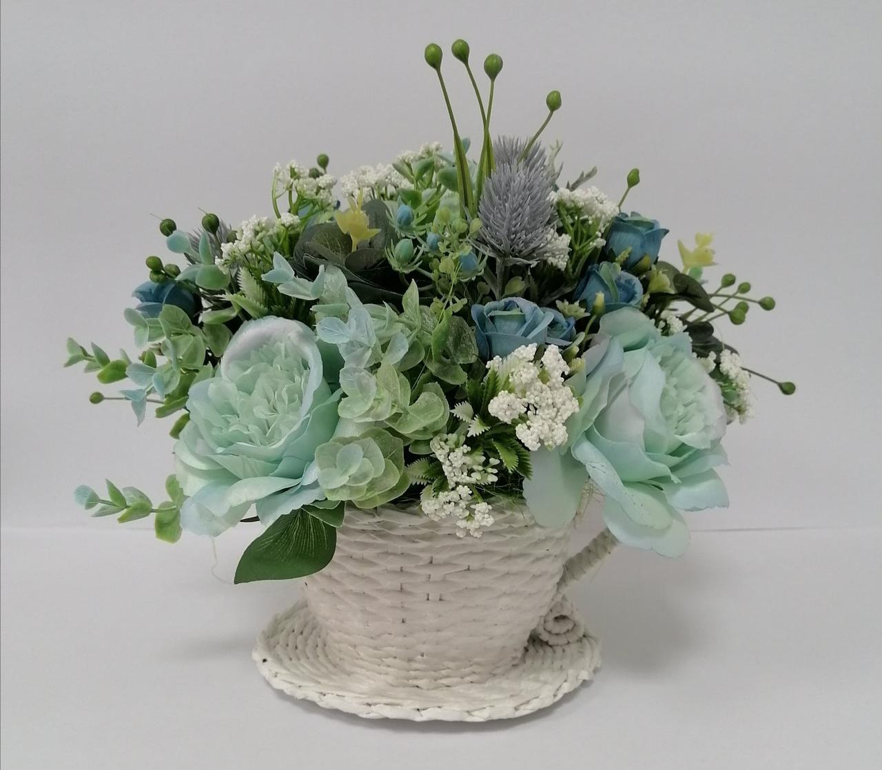 Композиция из искусственных цветов Волинські візерунки  в плетеной чашке мятная