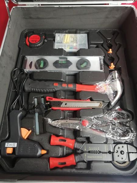 Набор инструментов в чемодане AND 186 элементов