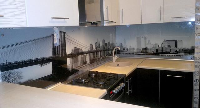 Стеклянный кухонный фартук — 13595428