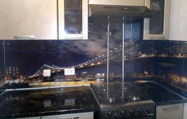 Стеклянный кухонный фартук ночной город купить в Симферополе