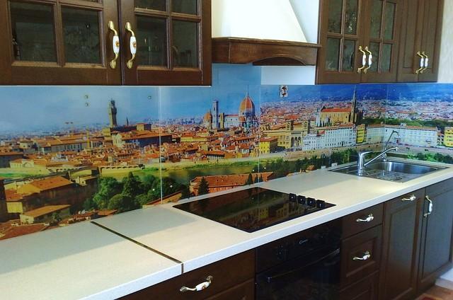 Стеклянная стеновая панель для кухни дневной город купить в Пятихатках