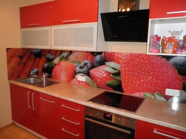 Кухонный фартук из стекла клубника купить в Днепродзержинске