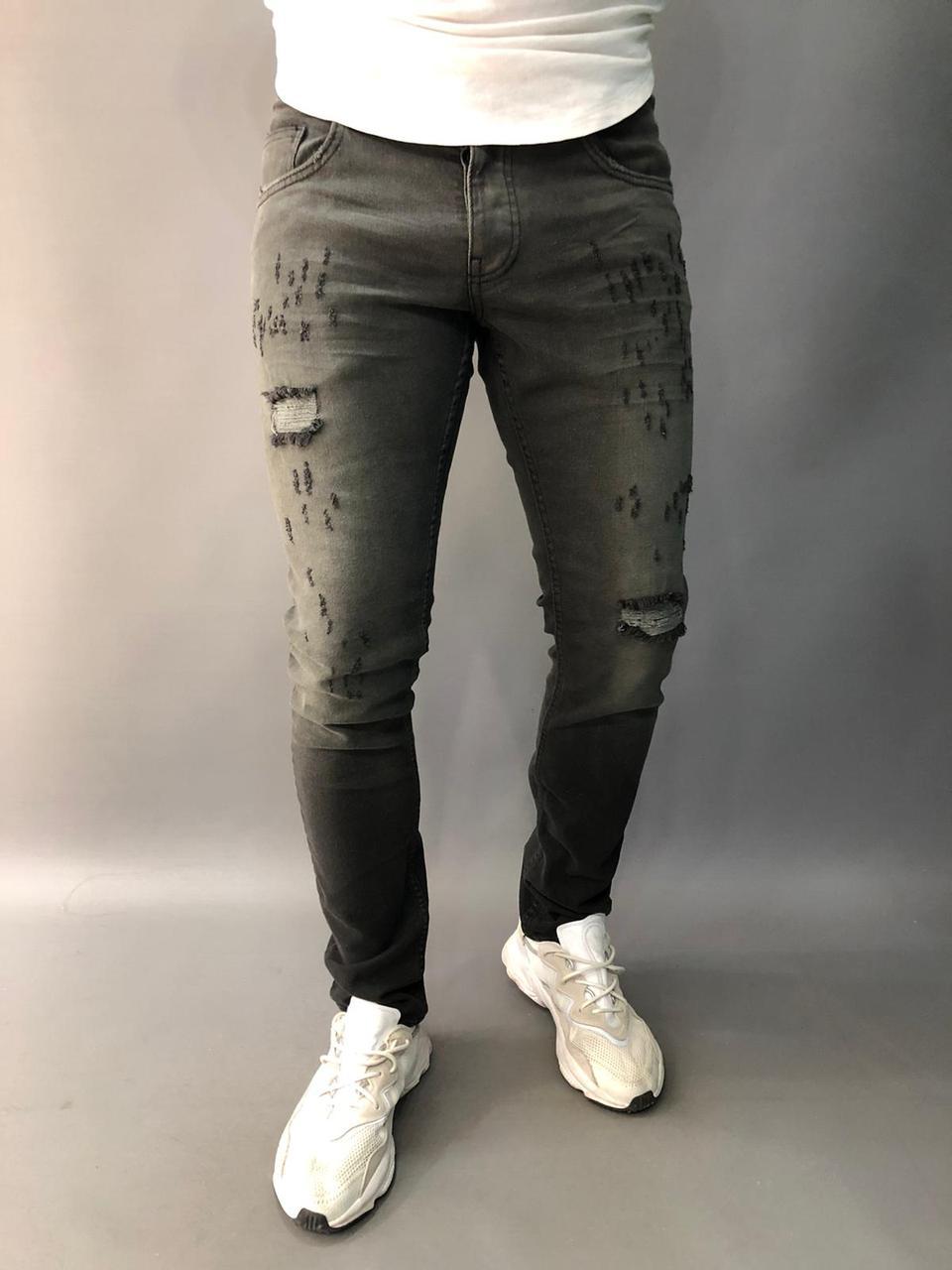 Мужские зауженные джинсы.