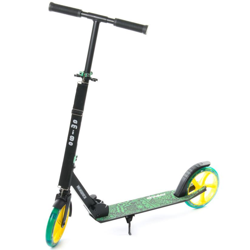 """Двухколёсный самокат AmigoSport """"Chaser"""" алюминиевый с ножкой, Чёрно-зеленый"""