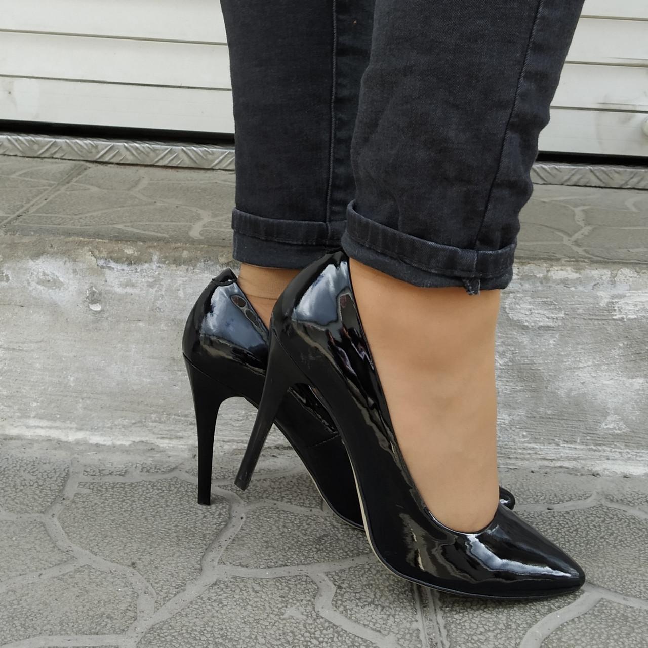 Туфли женские на каблуке шпильке лаковая кожа черные