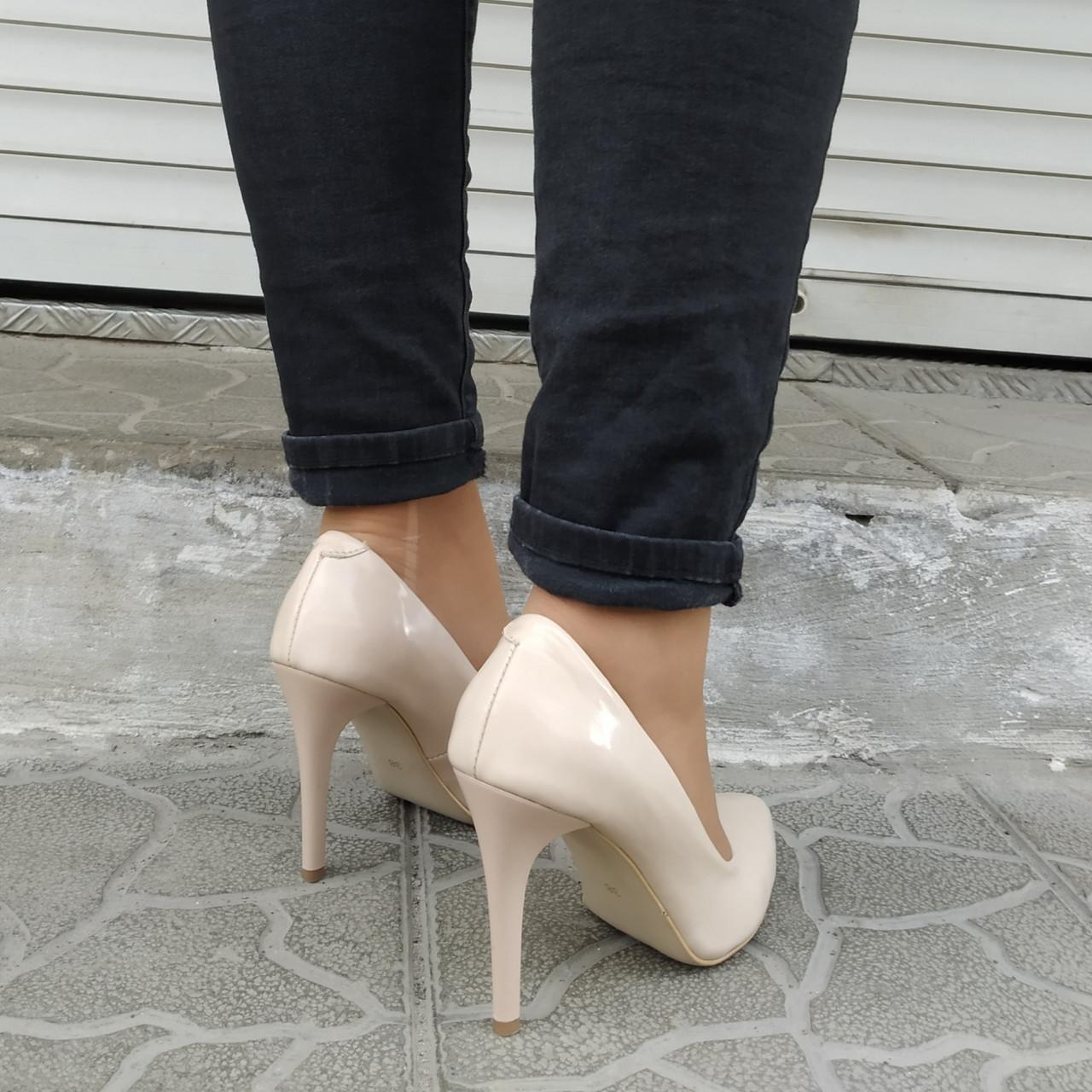Туфли женские на каблуке шпильке лаковая кожа бежевые