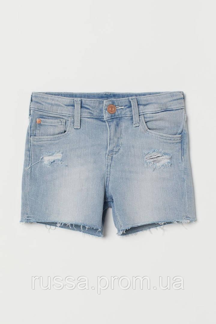 Крутые джинсовые шорты с потертостями и рваным низом НМ для девочки