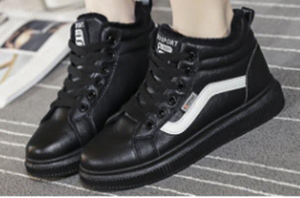 Стильные женские зимние ботинки сникерсы