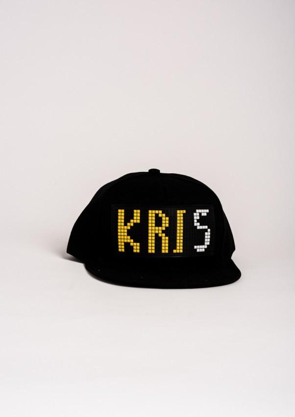 Черная кепка с резиновой нашивкой KRIS