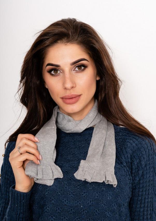 Серый ангоровый фактурный шарф с рюшами на концах