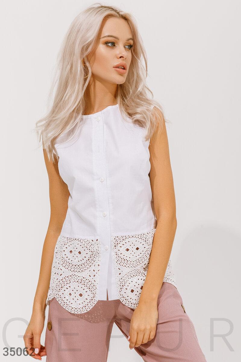 Біла блуза без рукавів з вишивкою