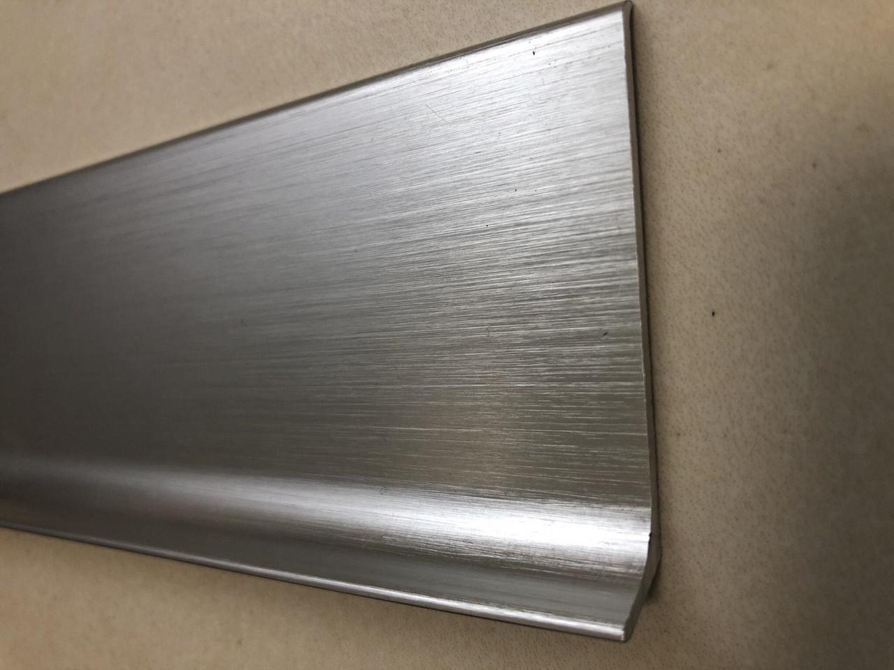 Плоский алюминиевый плинтус под покраску, высота 60мм.