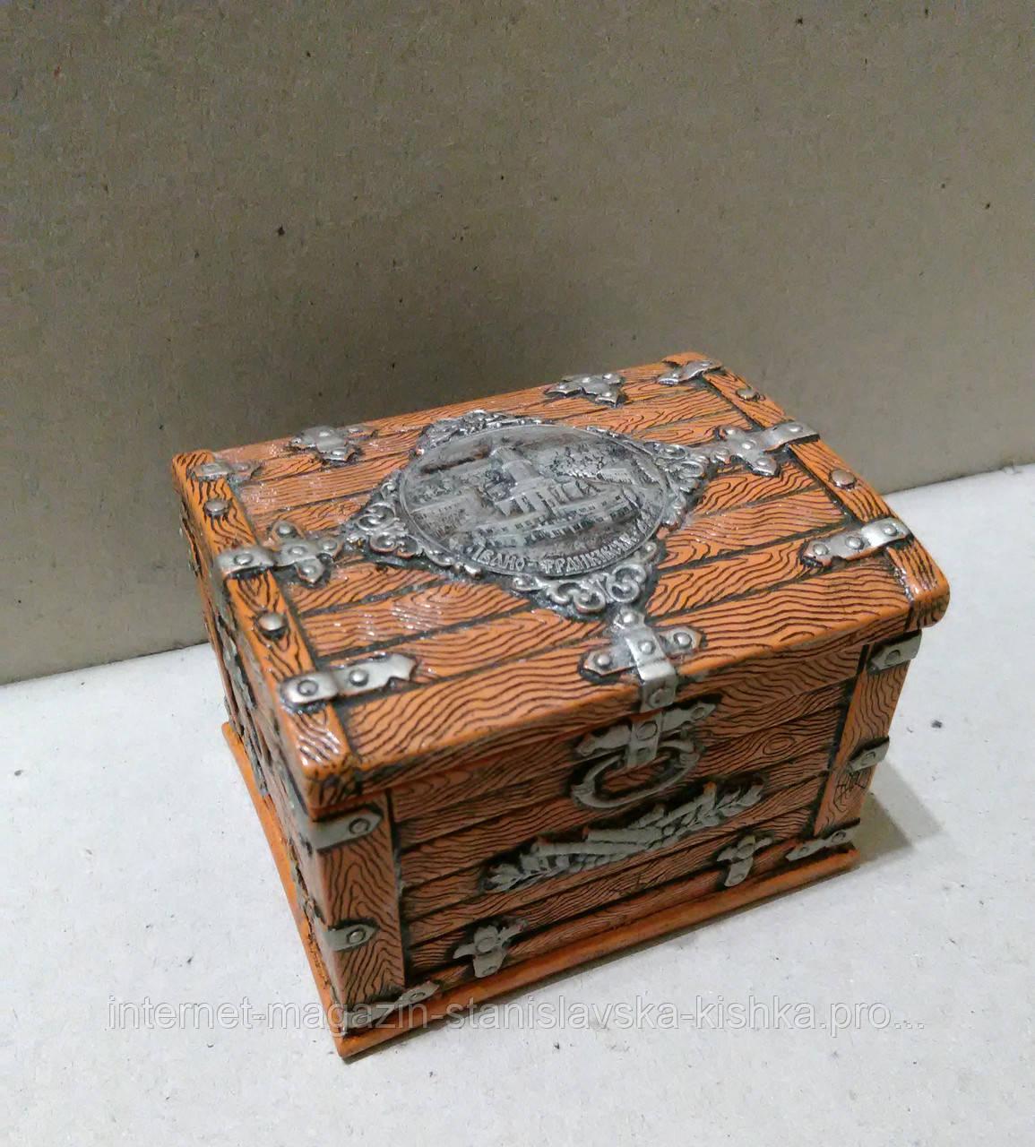 Шкатулка сувенірна СКРИНЯ-РАТУША рельєфний декор - розмір 8*6*10см