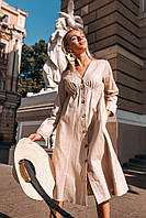Женское стильное платье на пуговках миди длина