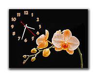 Дизайнерские настенные часы  в гостинную Кремовые орхидеи на черном фоне 30х40 см