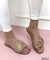 Женские шлепанцы шлепки с  квадратным носком  бежевые  кожаные и брошкой колечком, фото 1