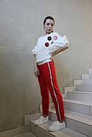 Женские нарядные красные брюки спорт-шик, на кулиске с серебристым лампасом, вечерние, повседневные спортивные