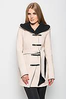 Приталенное осеннее пальто, застегивается на ассиметричную потайную планку с пуговицами, сверху украшенную мет