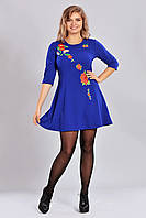 Молодежное платье с аппликацией  и клешной юбкой