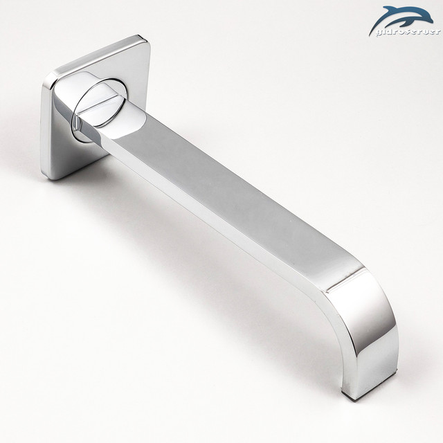 Встраиваемый в стену ванной комнаты гусак для скрытого монтажа IL-11 латунный с прямоугольной формой корпуса.