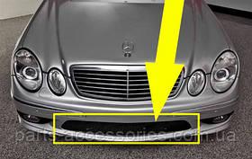 Mercedes E W211 W 211 AMG E55 центральная решетка в бампер новая оригинал