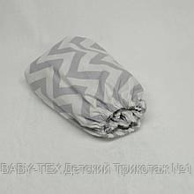 Простынь на резинке в детскую коляску Миля хлопоковая Серый зигзаг 60 х 120 см (0258)