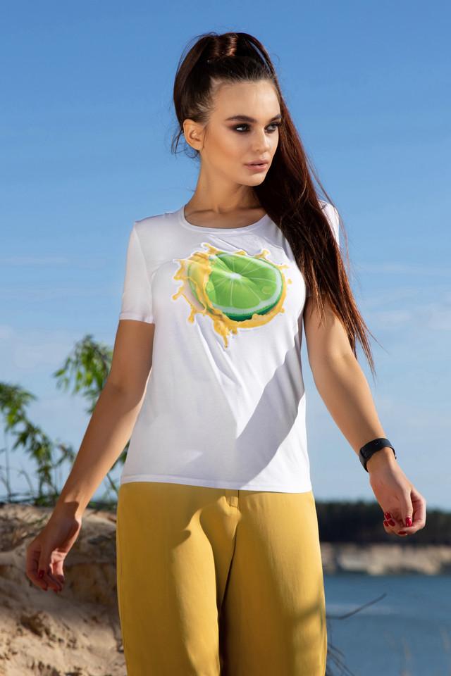 Жіноча біла футболка з принтом