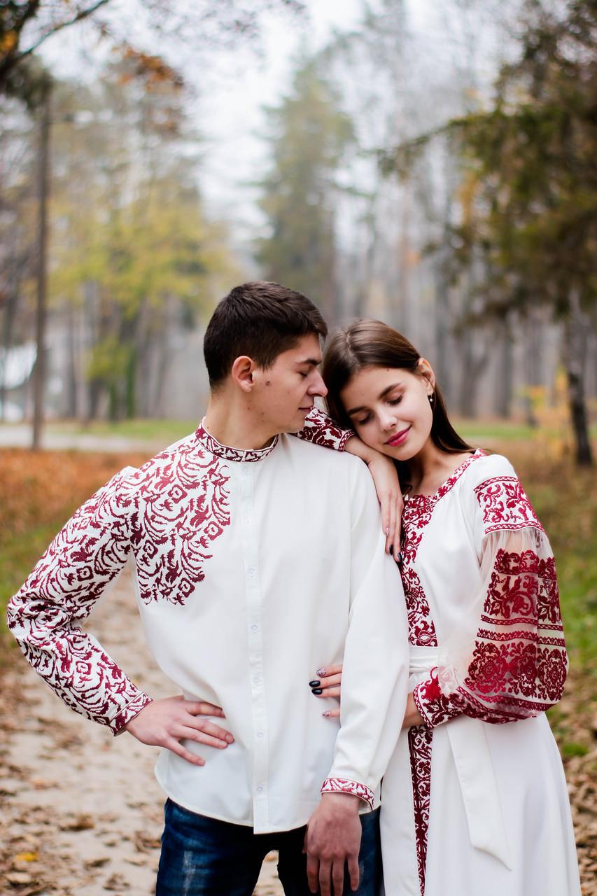 Пара вишиванок білого кольору з орнаментом машинної вишивки
