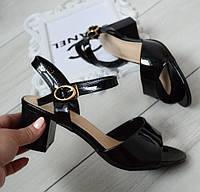 Босоніжки жіночі чорні лаковані на каблуці 38р