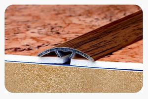 Стыкоперекрывающие полукруглые алюминиевые пороги с открытой системой монтажа