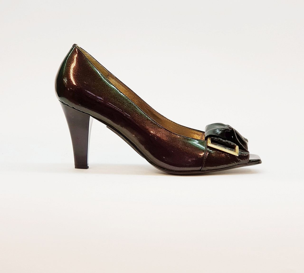 Туфли женские летние на среднем каблуке из натуральной лаковой кожи сиреневые с открытым носком