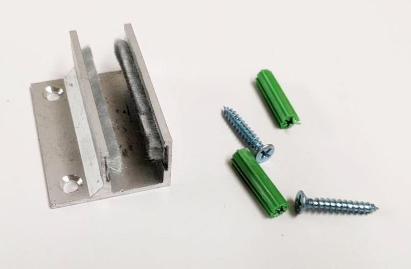Направляющий профиль нижний со щетками под стекло 10-12 мм art. ODY12BOT