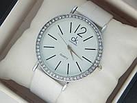 Женские (Мужские) кварцевые наручные часы Calvin Klein на кожаном ремешке со стразами, фото 1