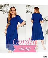 Шифоновое вечернее платье синего цвета с украшением